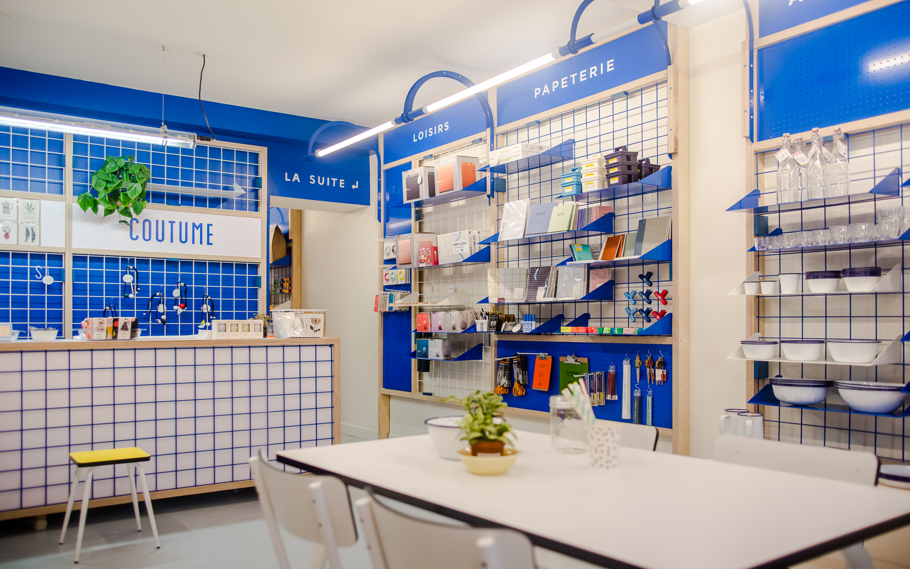 Design d'espace, présentoirs et étagères, comptoir, design, identité coutume
