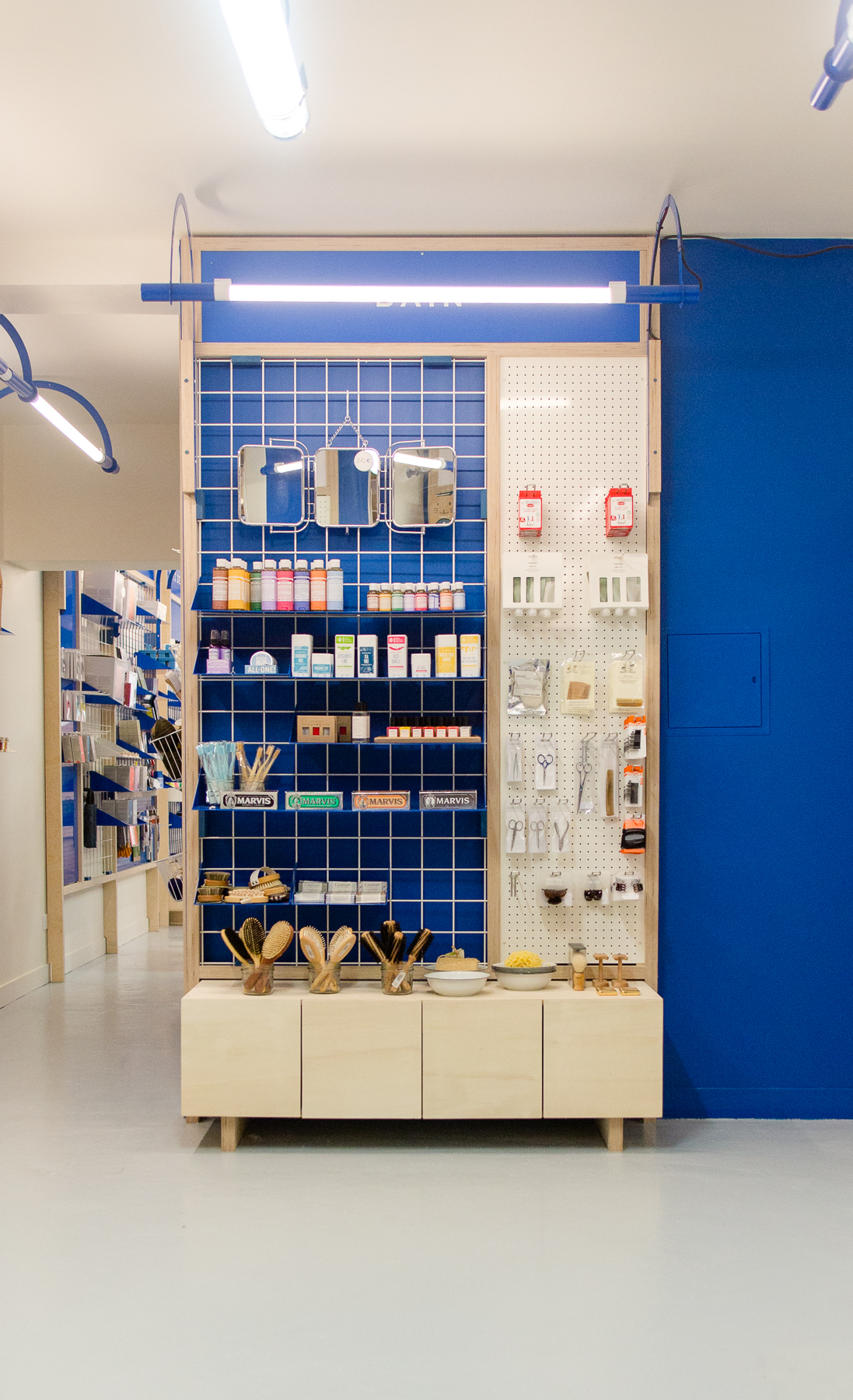 Produits, Design d'espace, présentoirs et étagères, design, identité coutume